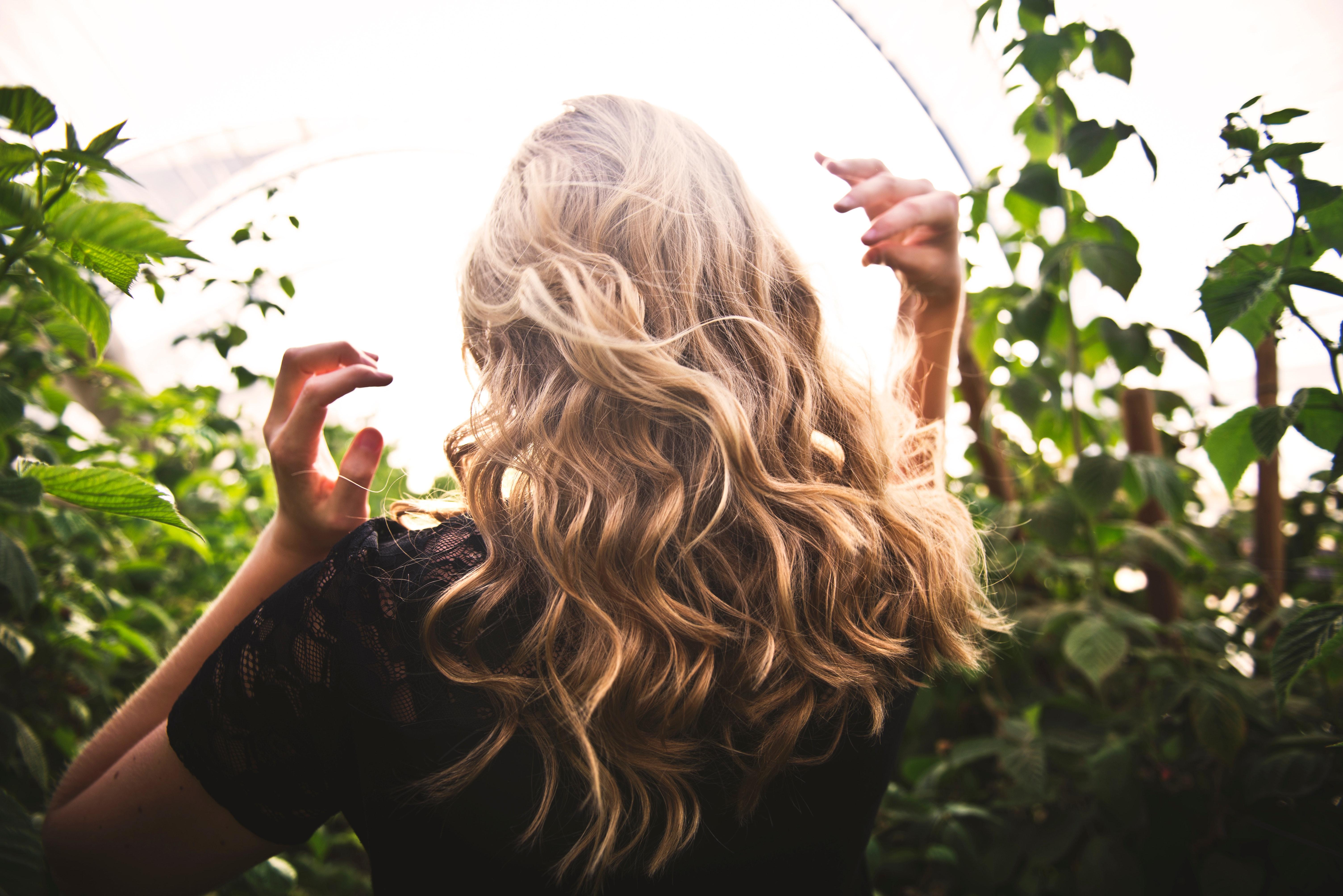 Matizador x Desamarelador: veja como cada produto age no cabelo loiro