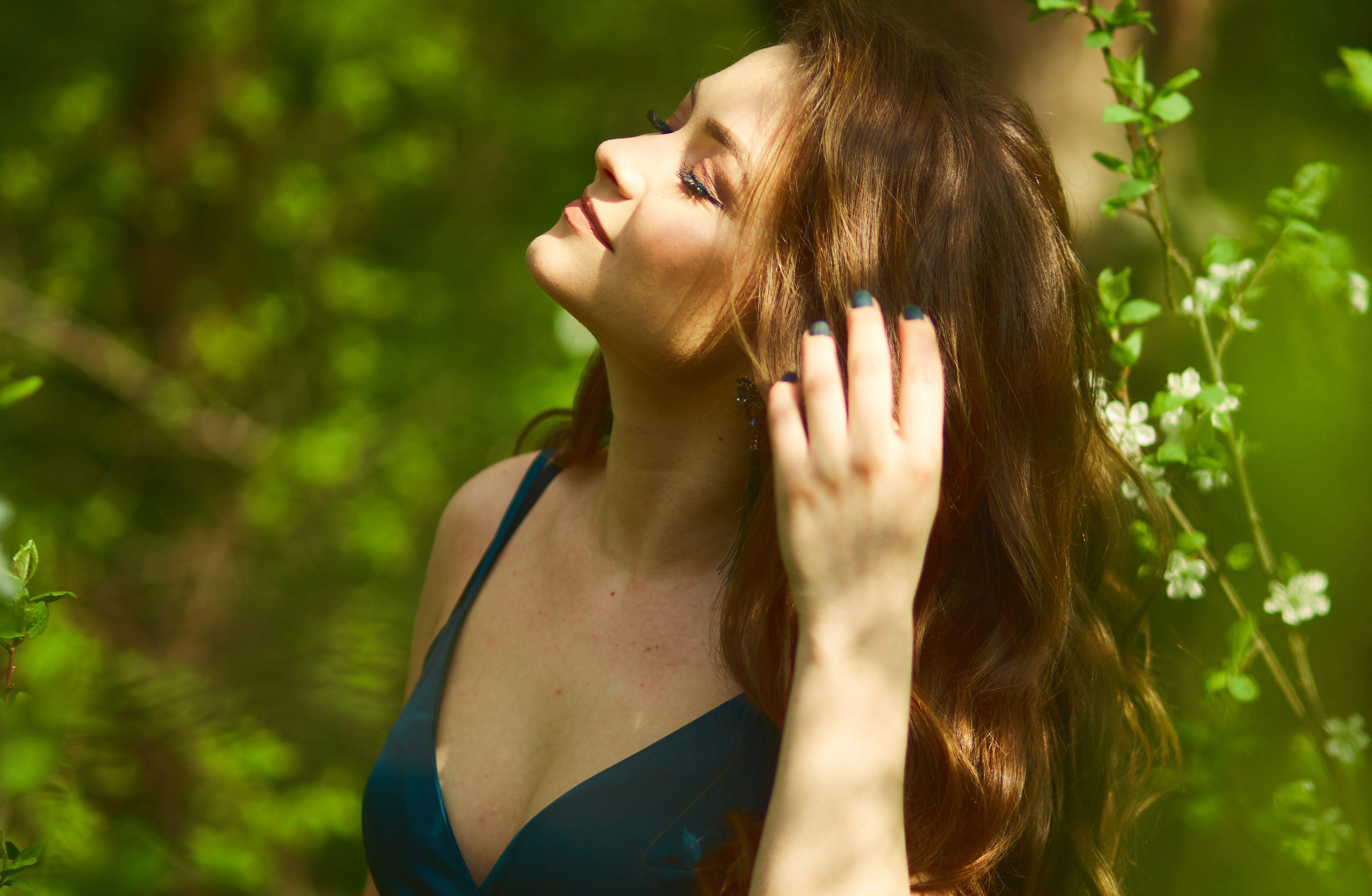 Óleo de coco para cabelo: veja como incluir esse ativo na sua rotina capilar