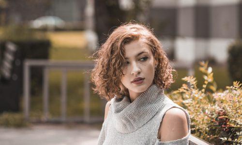 Selagem no cabelo cacheado funciona? Veja se vale a pena apostar no tratamento
