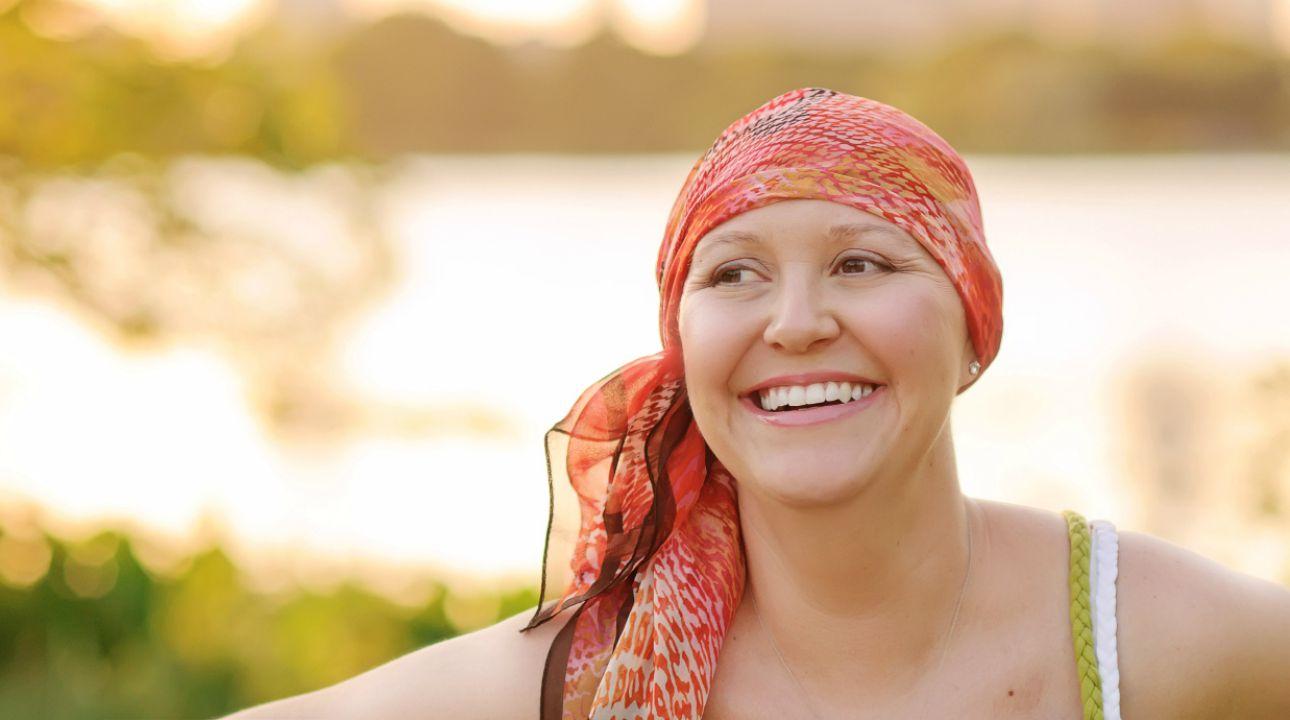 Outubro rosa: o que ocorre com o cabelo durante e depois da quimioterapia?