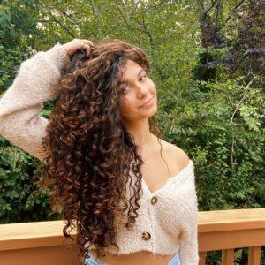 cabelos longos cacheados