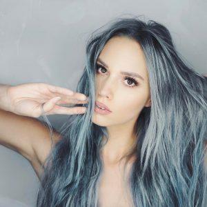 cabelo azul metalizado