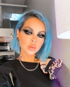cabelo azul curto