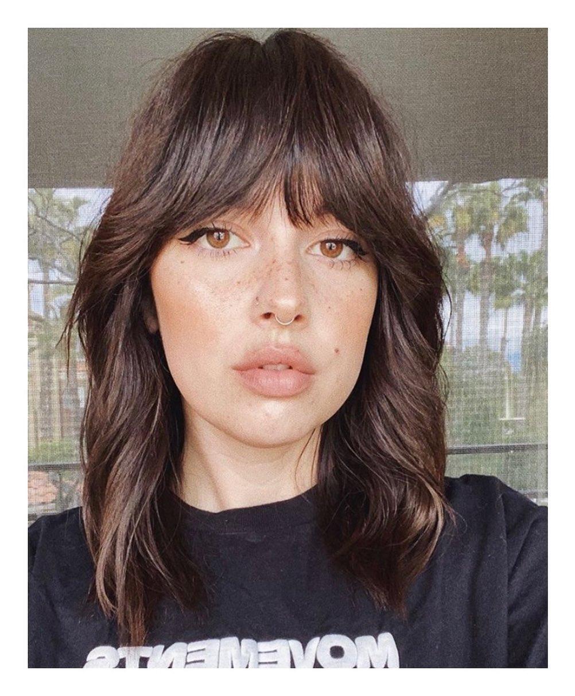 Modelo de corte de cabelo médio shag hair
