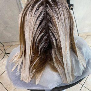 pó descolorante e água oxigenada no cabelo clareia