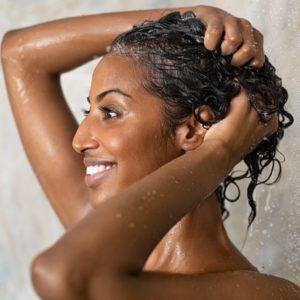 como escolher shampoo e condicionador para cabelos cacheados