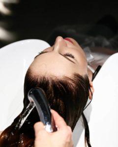 a lavagem na hora de como cuidar do cabelo depois de fazer botox