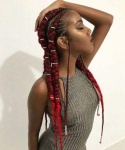 trança com linha de crochê vermelha