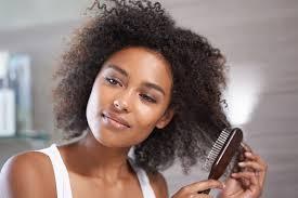 O que não fazer no cabelo crespo na hora de pentear