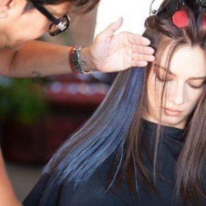 como usar o spray de cabelo colorido