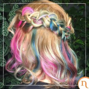mechas com spray de cabelo colorido
